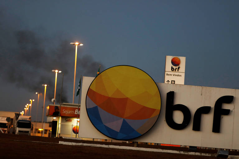 Empresas BRF e Marfrig negociam fusão