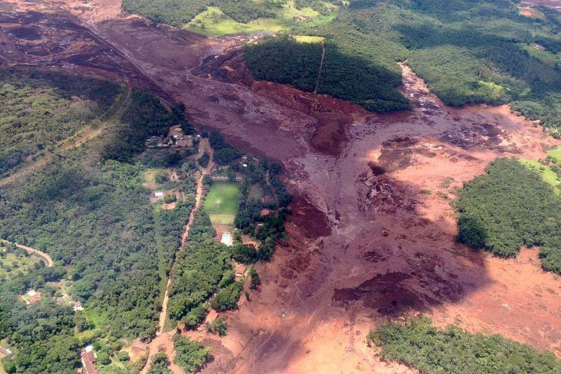 Aproximadamente 200 pessoas desaparecidas após rompimento de barragem em MG