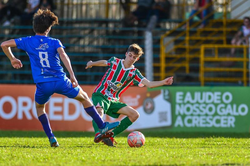 Sub-15 do Galo do Oeste vence pela Copa SC