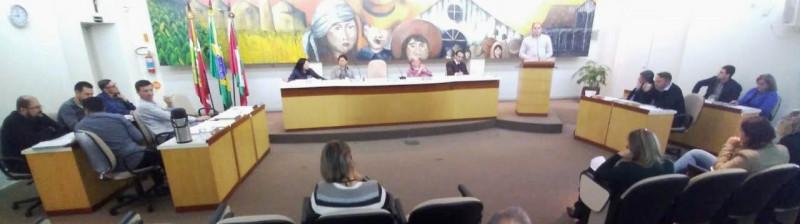 Vereadores debatem supostas irregularidades em serviço de horas-máquina prestado à prefeitura