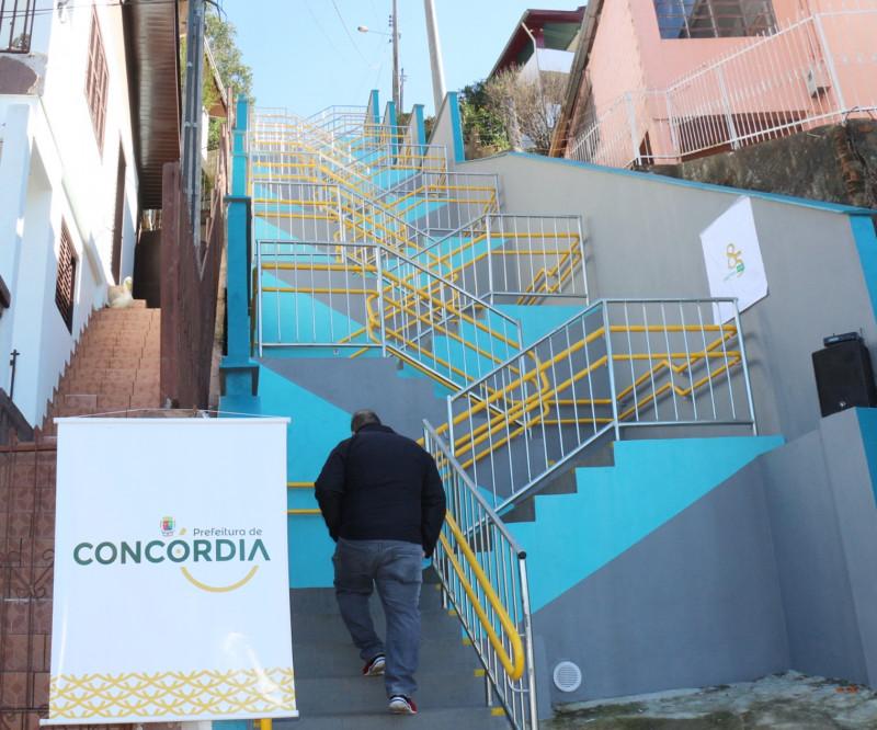 Inaugurada escadaria do Bairro Vista Alegre