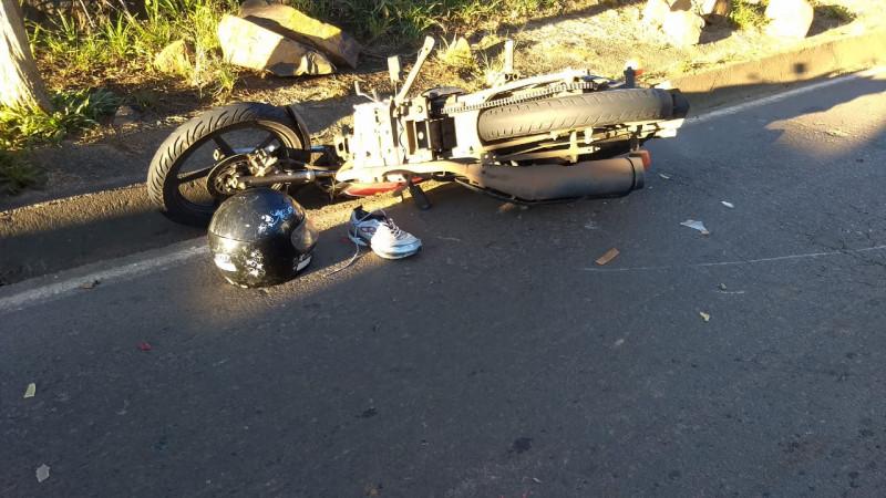 Motociclista gravemente ferido em colisão envolvendo três veículos