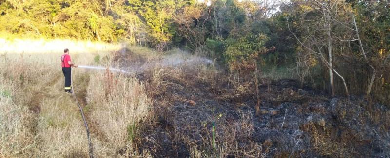 Quatro focos de incêndio em vegetação são combatidos em Concórdia nesta terça-feira
