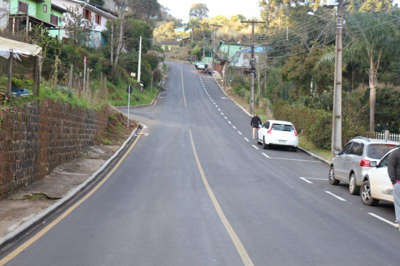 Administração inaugura duas obras de pavimentação em ruas no bairro dos Estados