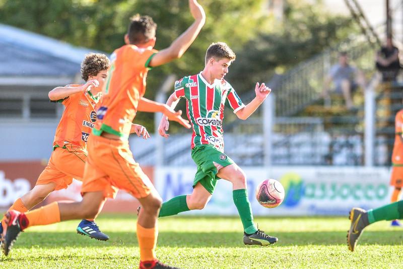 Sub-15 decide vaga para final neste domingo pela Copa SC