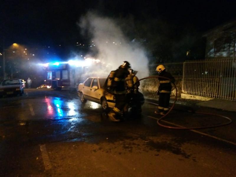 Incêndio queima parcialmente veículo em Concórdia