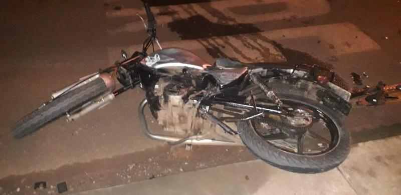 Motociclista ferido em colisão entre carro e moto
