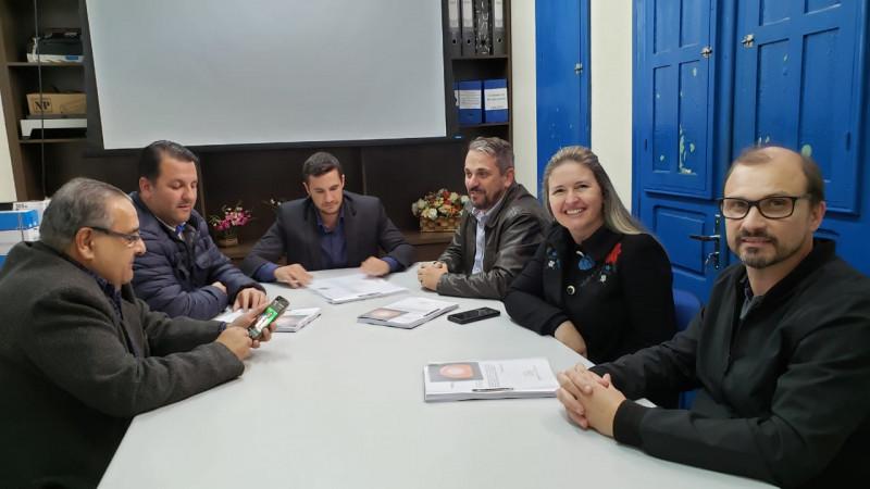 Prefeitura de Piratuba recebe projeto da obra de recuperação da rodovia que liga o município ao RS