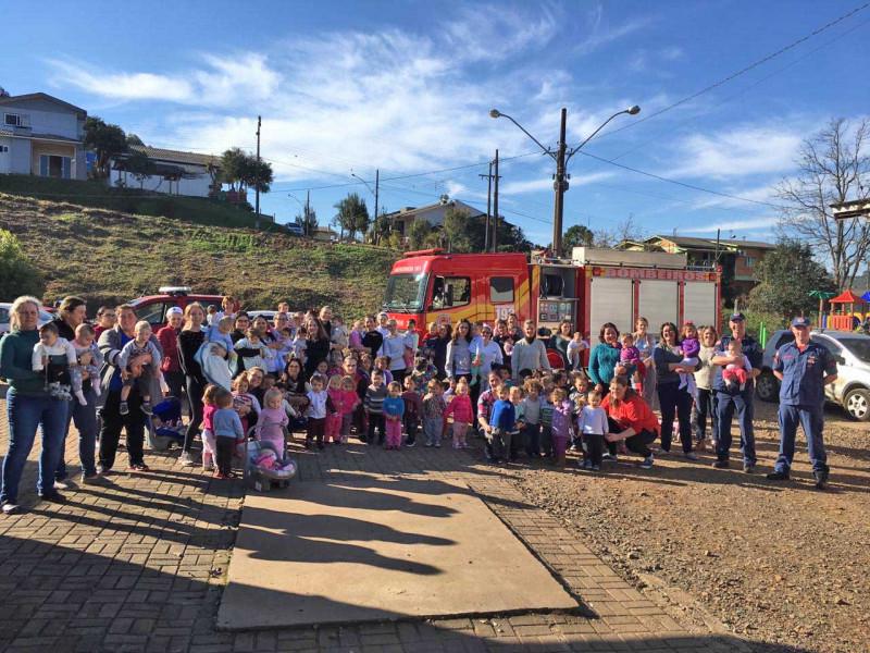 Bombeiros de Seara realizam treinamento de evacuação em creche do município