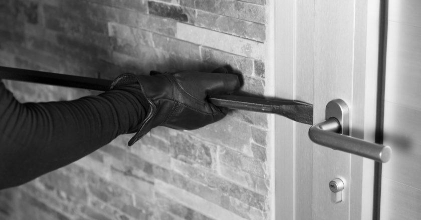 Moradores registram prejuízo com arrombamento e furto de residências