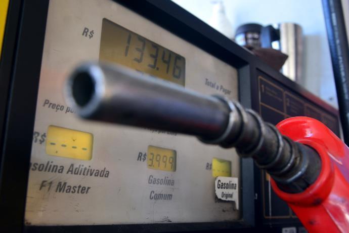 Petrobrás reduz valor da gasolina na refinaria