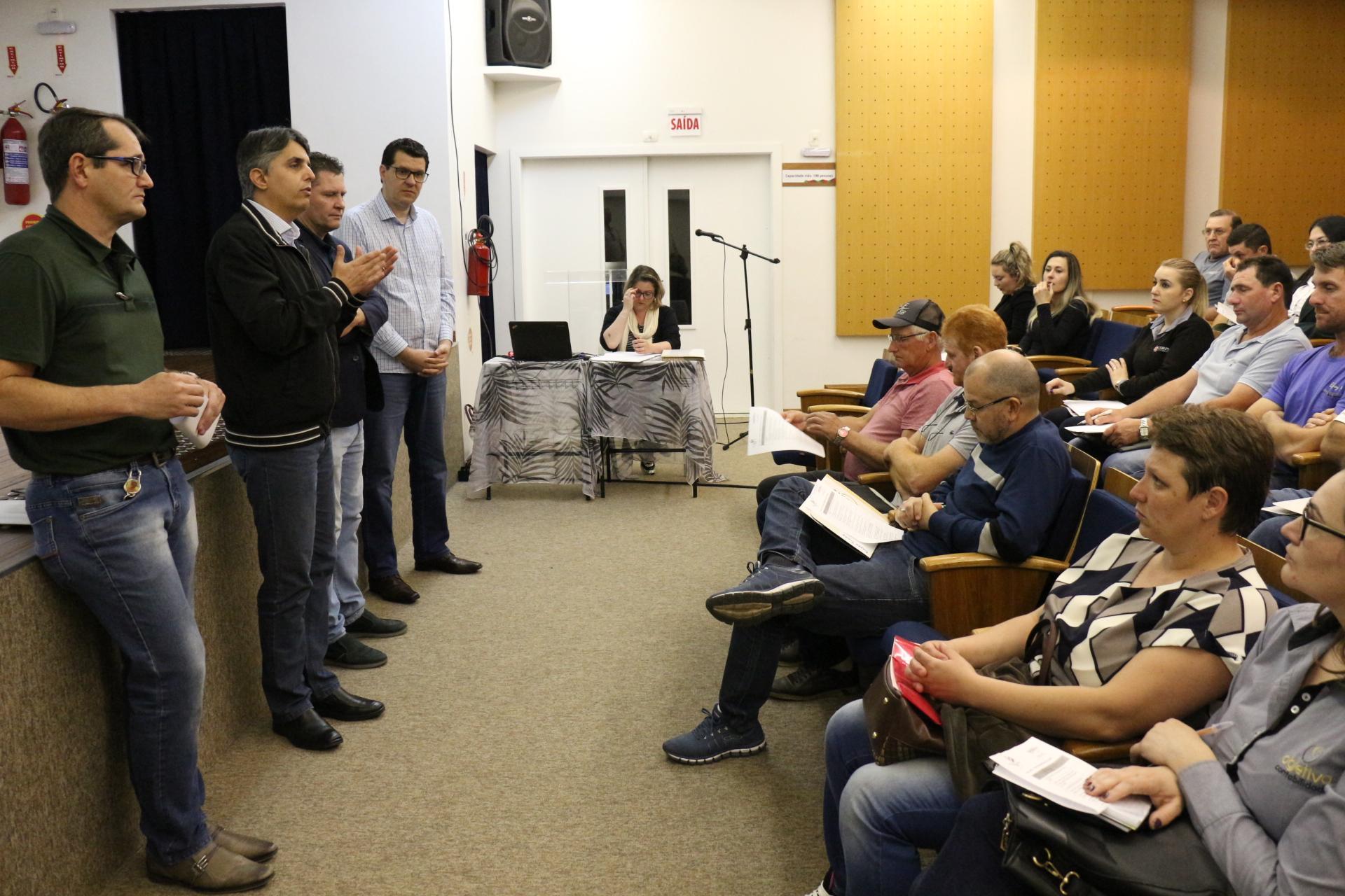 Agricultura promove reunião com representantes de associações