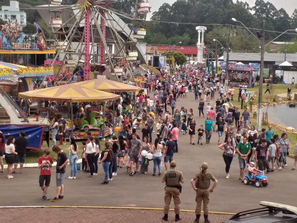 Multidão marca presença na Expo Concórdia 2019 e portões abertos até às 22h neste domingo