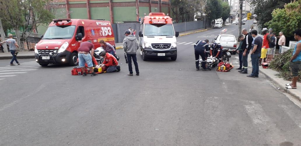 Duas pessoas levemente feridas em colisão entre duas motos