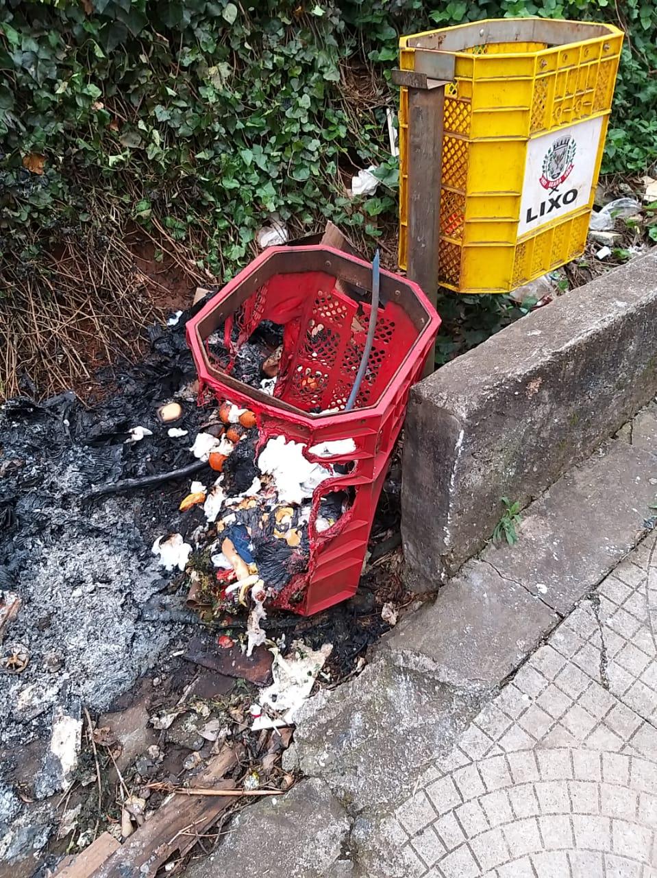 Vandalismo em lixeiras públicas em Seara