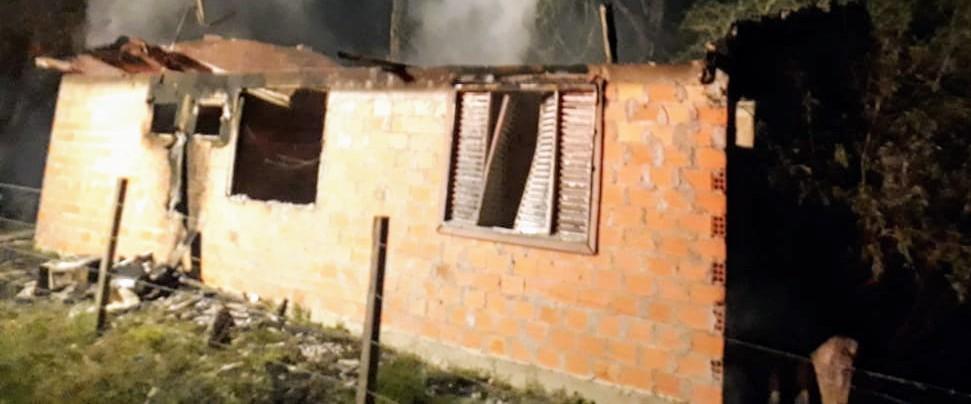 Quatro casas são destruídas pelo fogo no interior de Piratuba