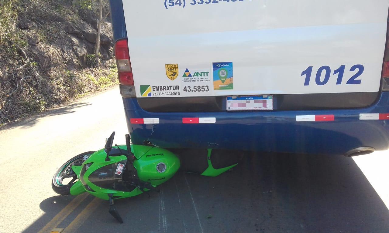 Colisão entre moto e ônibus é registrada em Ipira
