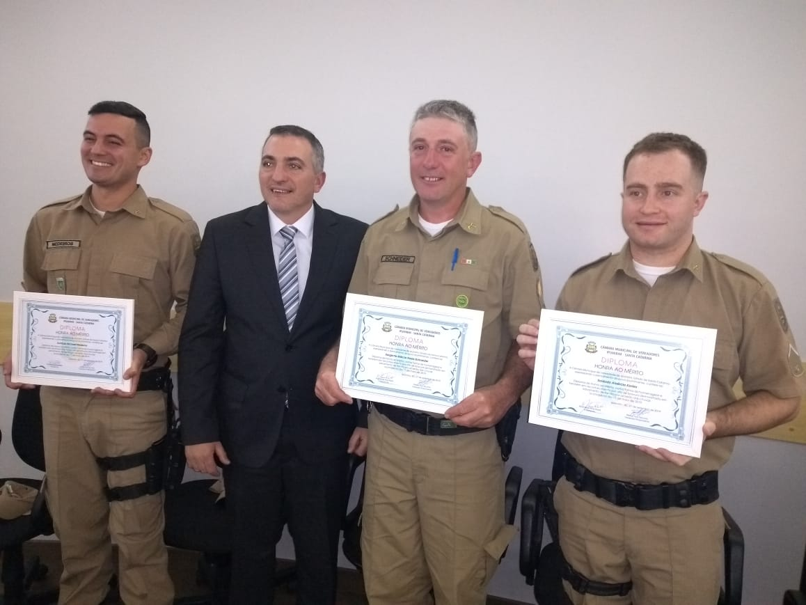 Policiais Militares de Ipumirim recebem Diploma de Honra ao Mérito por salvamento de família