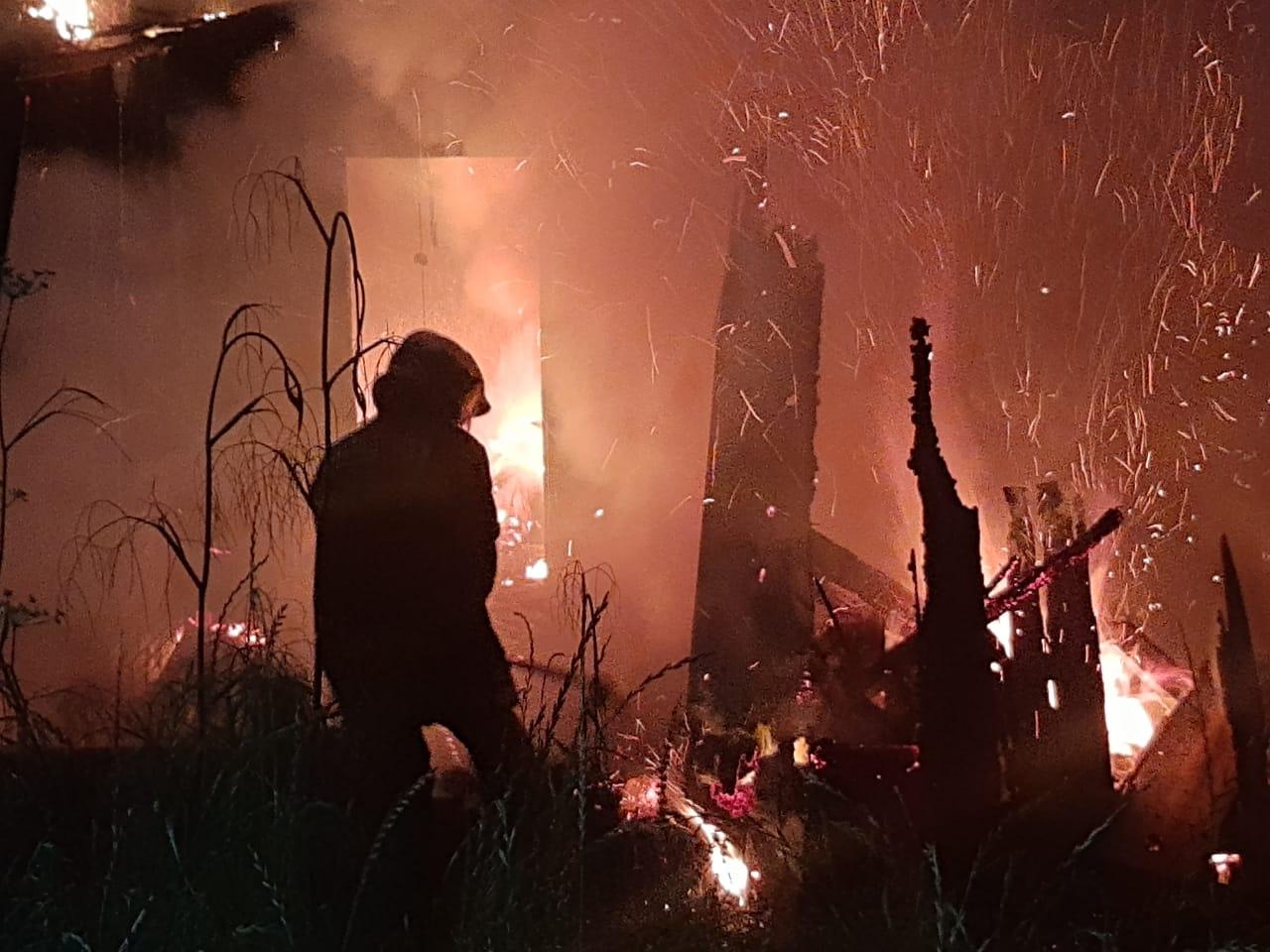Fogo consome casa no bairro Nazaré em Concórdia