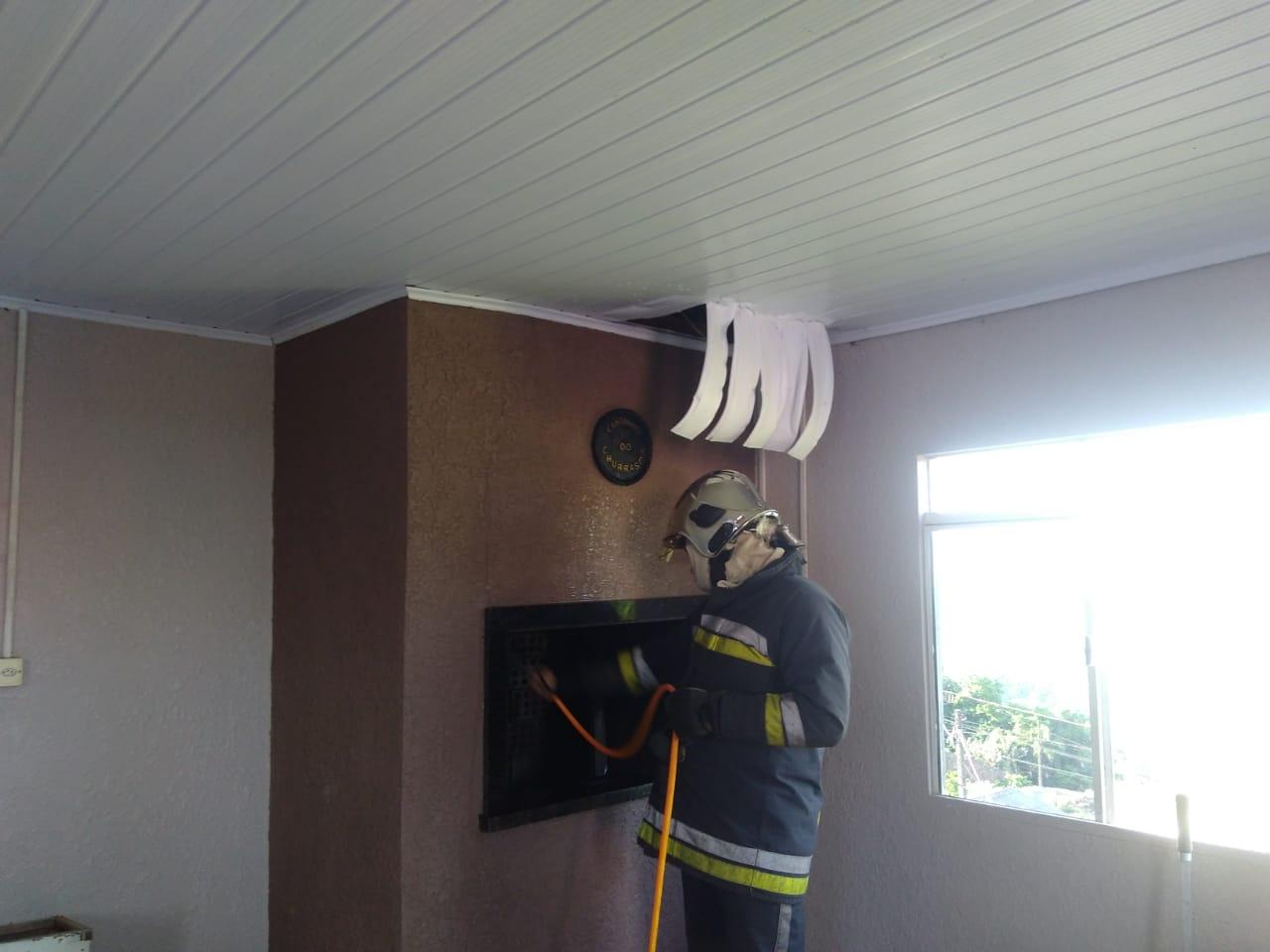 Princípio de incêndio em residência no Renascença