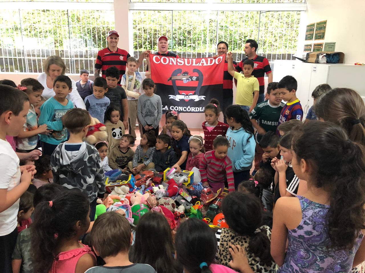 Brinquedos arrecadados pela Campanha do Fla Concórdia são doados a unidade escolar do município