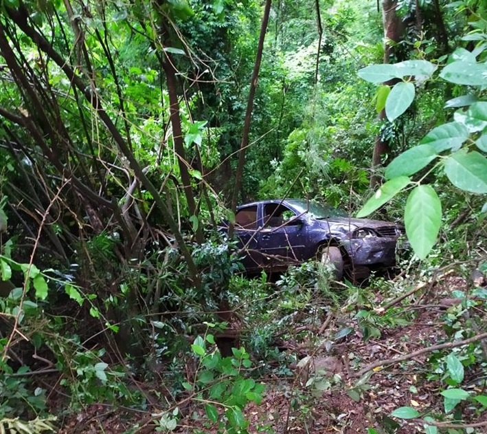 Veículo sai da pista e cai em barranco de dez metros em Ipumirim