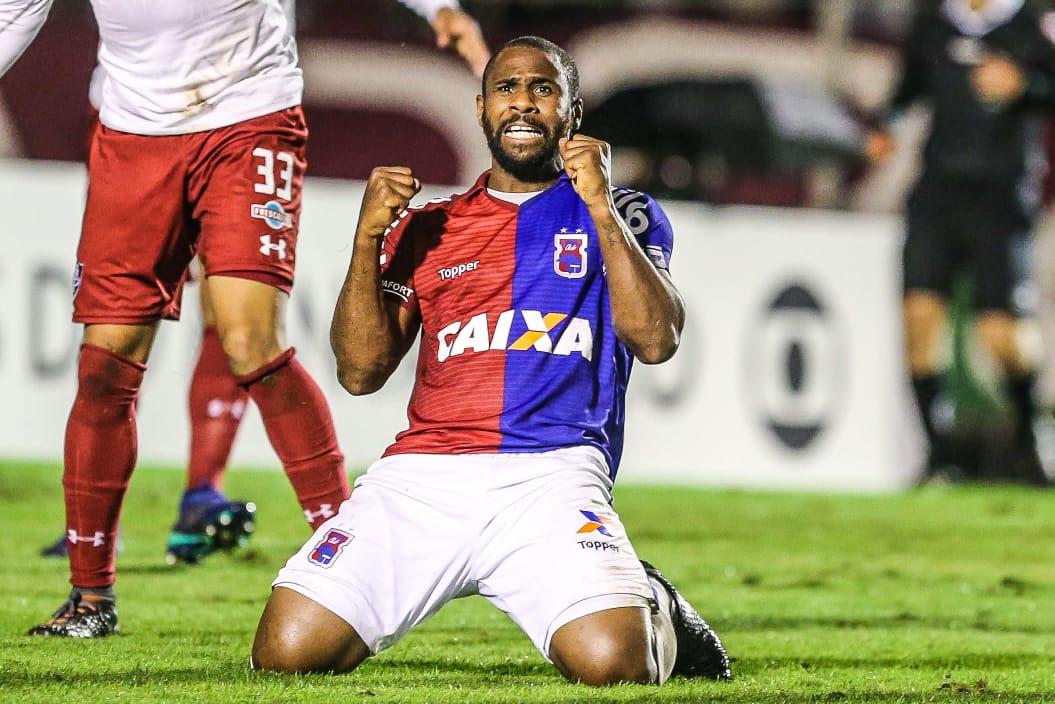 Atacante Léo Itaperuna é contratado pelo Concórdia Atlético Clube