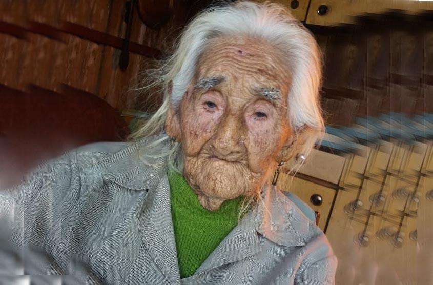 Idosa de 103 anos procura filho que não vê há quase 80 anos