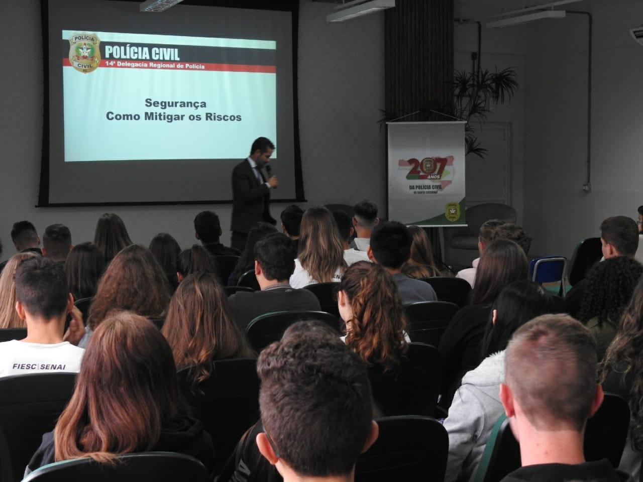 Projeto que trata sobre cultura da segurança é desenvolvido pela Polícia Civil nas escolas