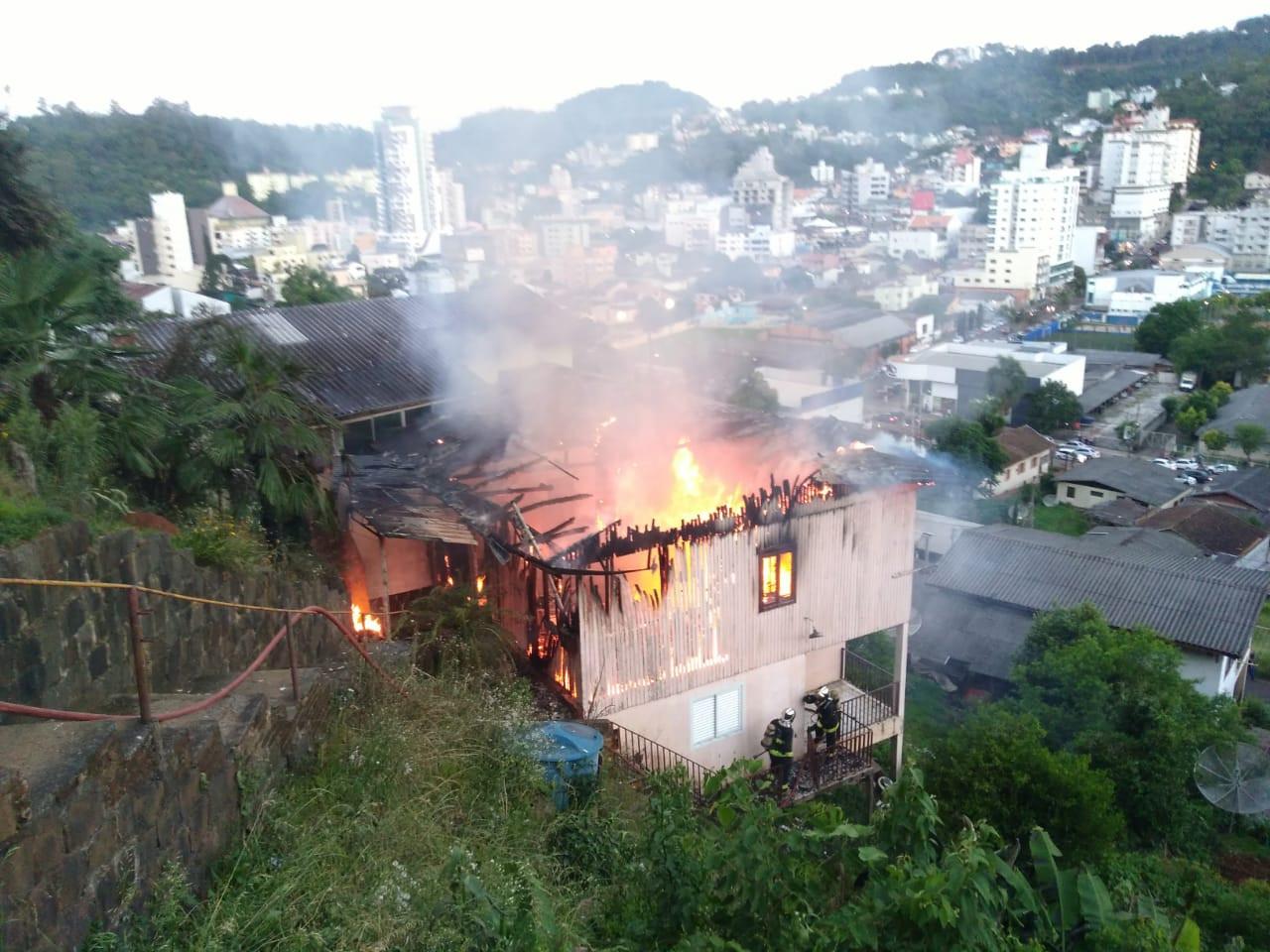 Mulher é suspeita de incêndio criminoso na área central de Concórdia