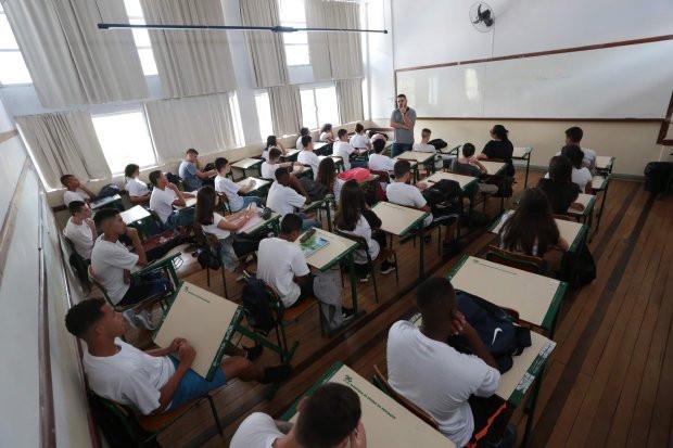 Governo de SC lança editais para contratação de professores temporários