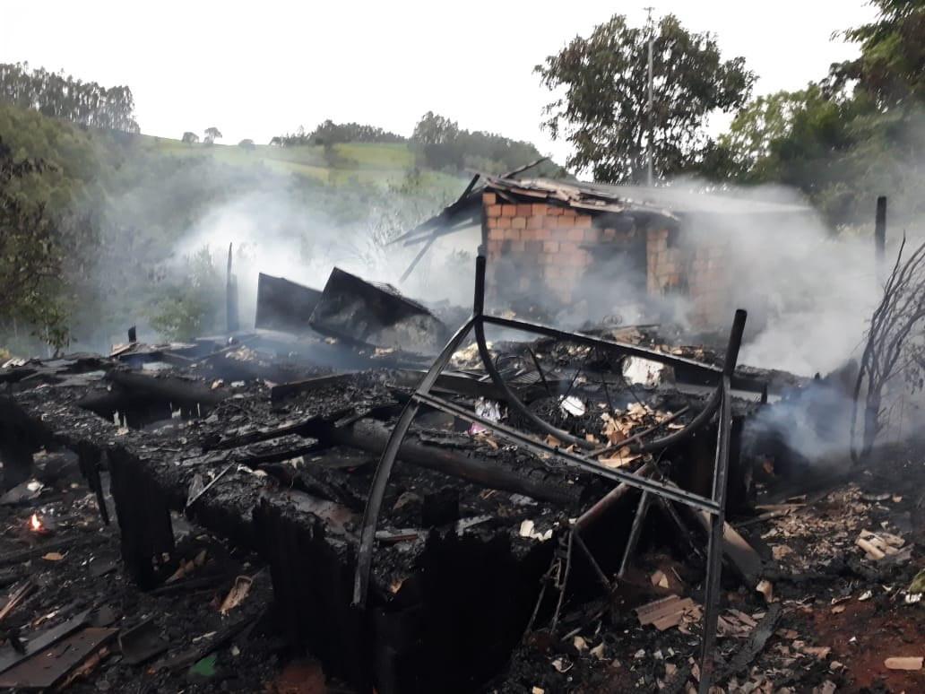 Incêndio destroi residência no interior de Seara