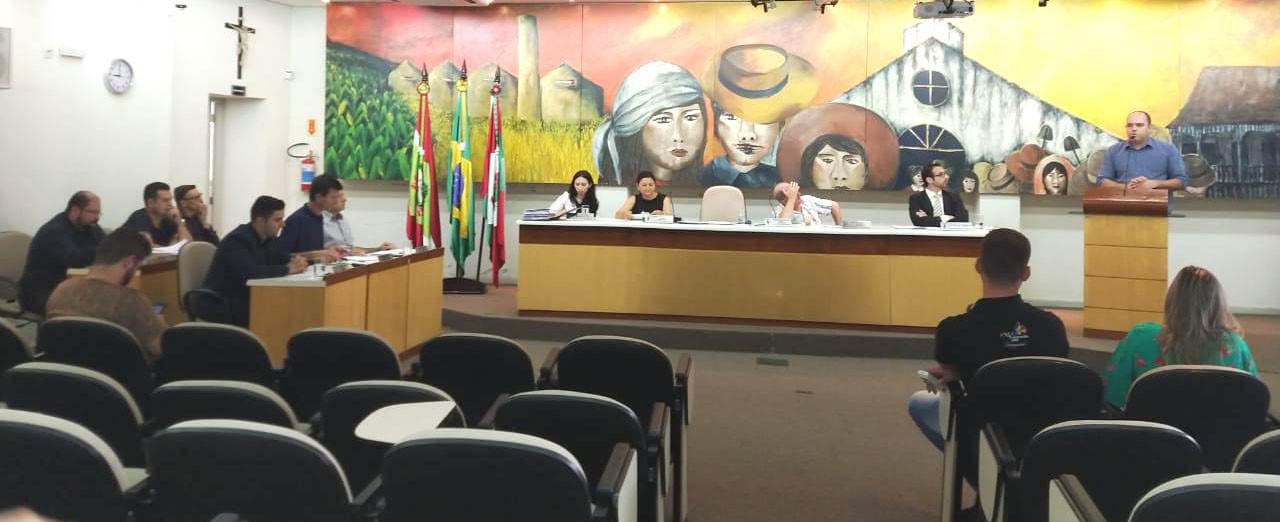 OUÇA - Fretta desabafa e solta o verbo na última sessão do ano