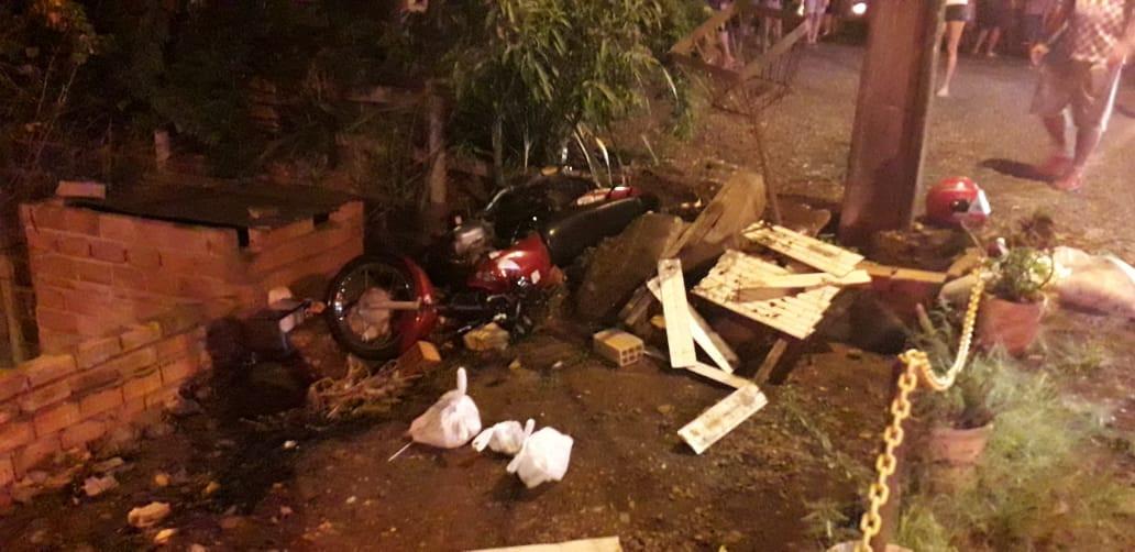 Motociclista ferido em colisão entre carro e moto no Distrito de Santo Antônio
