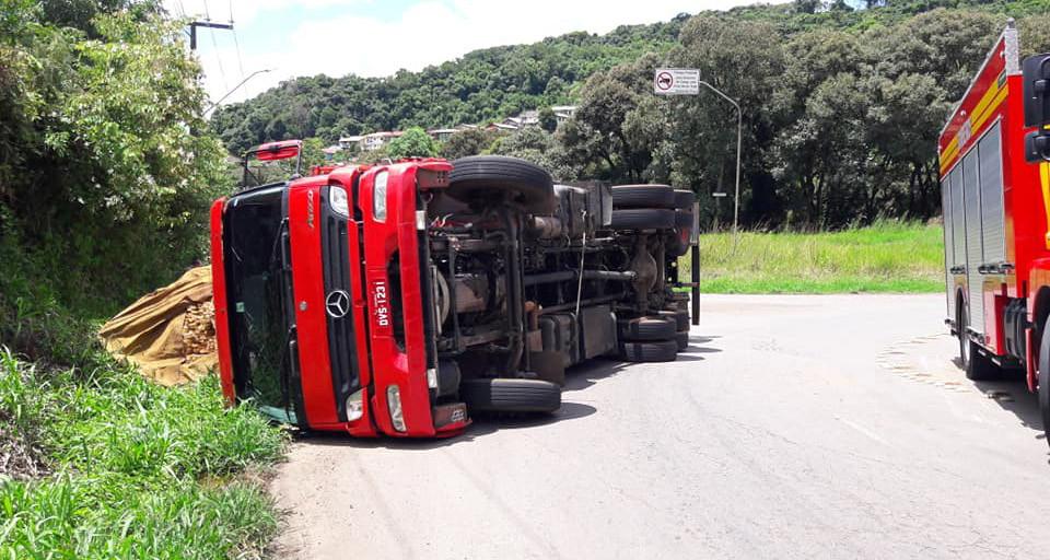 Motorista de caminhão de Concórdia escapa ileso de acidente em Videira