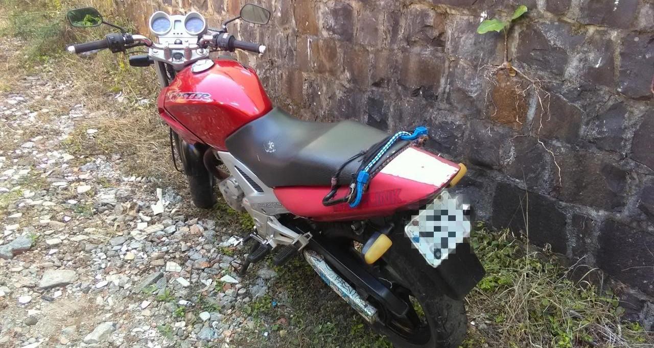 PM localiza motocicleta com registro de furto