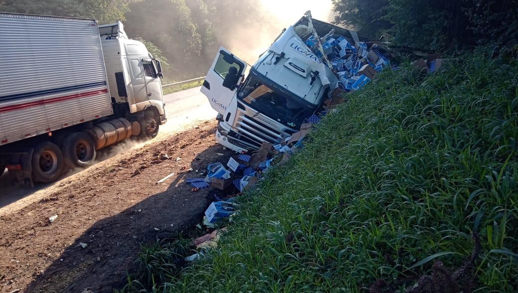 Acidente envolve carreta com placas de Concórdia no Paraná