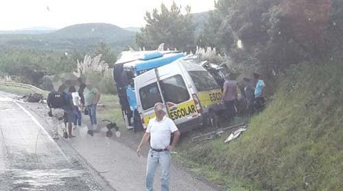 Grave acidente envolvendo Van Escolar mata três pessoas em Água Doce