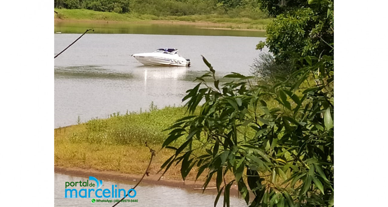 Lancha que sofreu acidente no Lago em Volta Grande é removida
