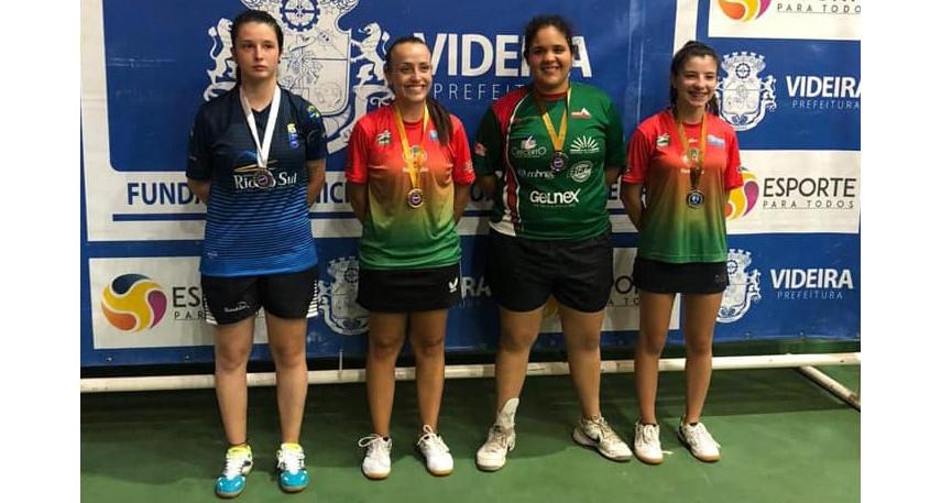 Mesatenista de Concórdia na terceira colocação no Campeonato Estadual