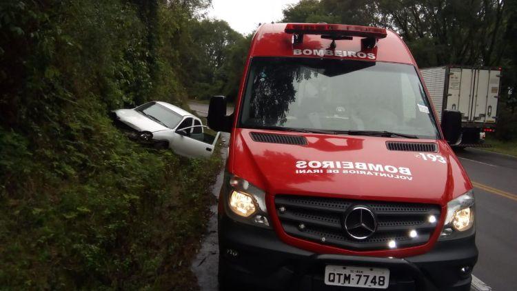 Motorista ferido em saída de pista na BR 153