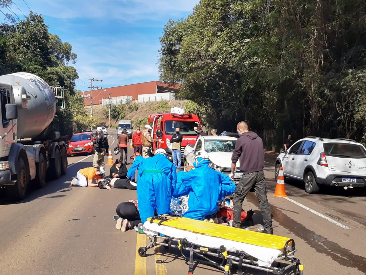 Duas pessoas gravemente feridas em colisão entre carro e moto em Concórdia