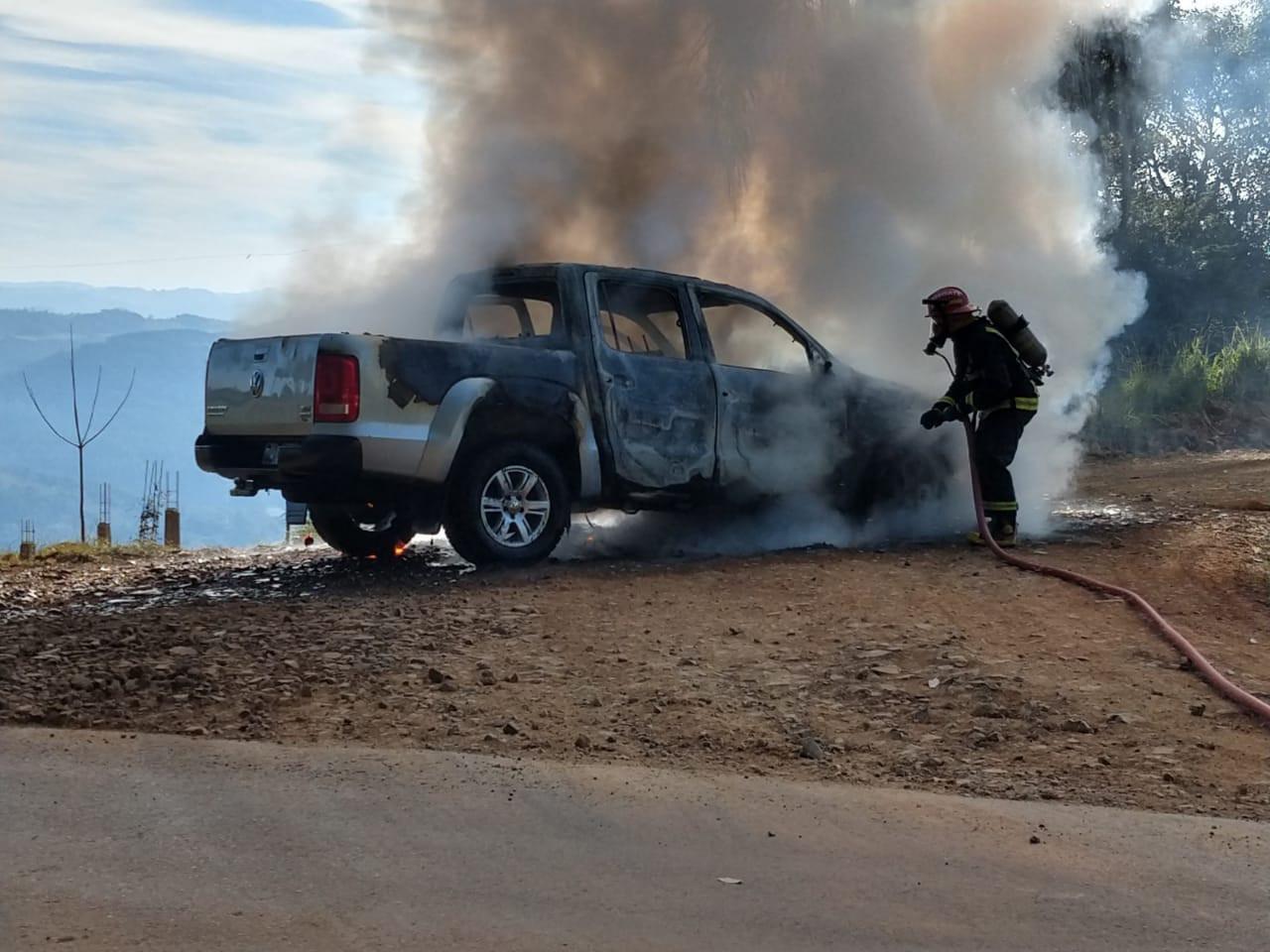 Incêndio destrói camionete de Concórdia