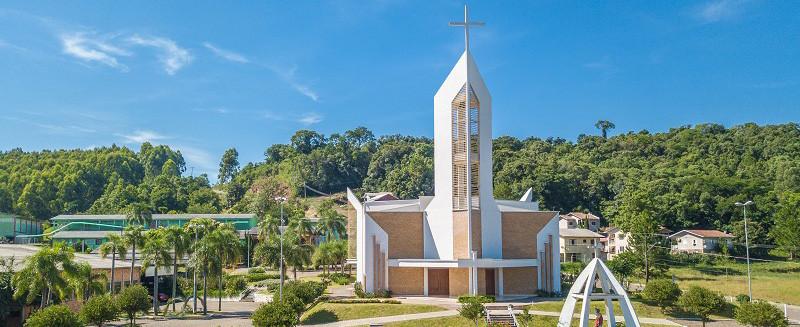 Igreja católica retoma celebrações com público neste sábado – OUÇA