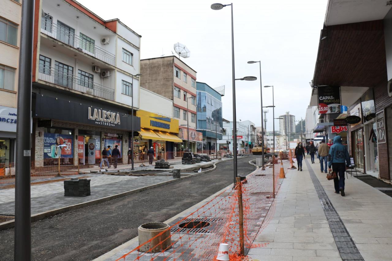 Revitalização do Calçadão: aproximadamente 50% das obras executadas