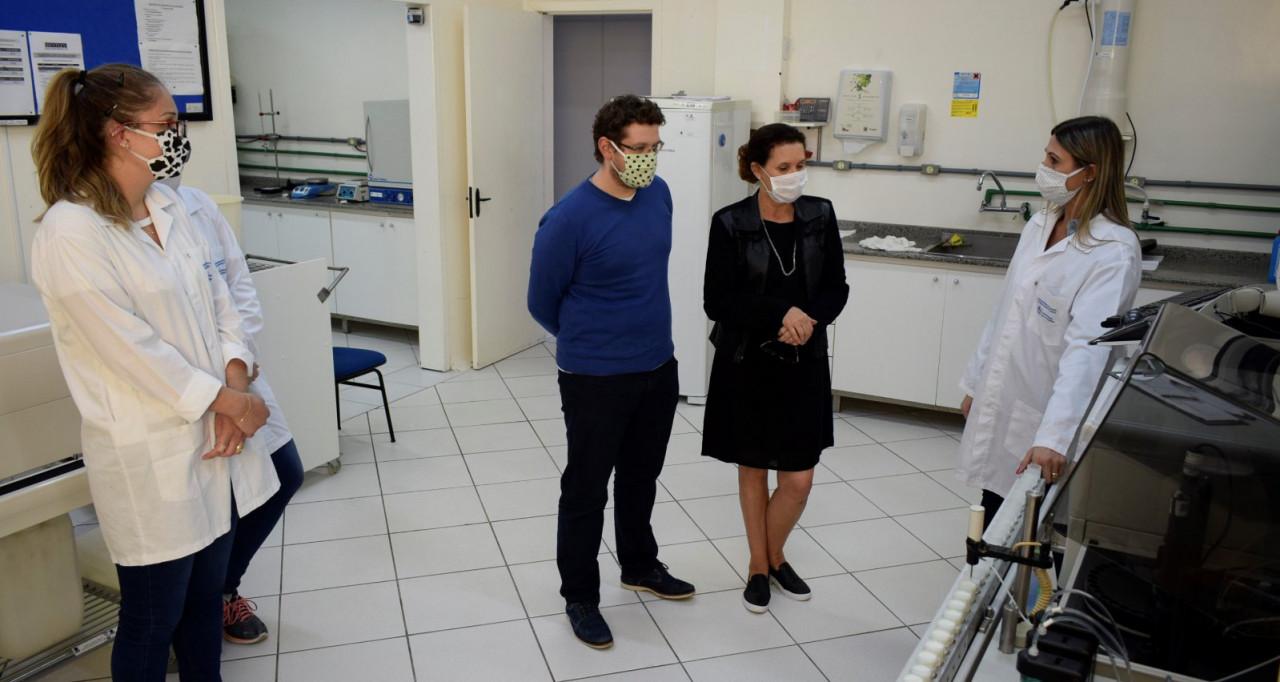 OUÇA: Inmetro concede renovação de certificado para laboratório de leite da UnC