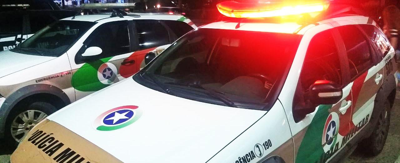 """Jovem furta caminhão na madrugada, dá várias """"voltas"""" e acaba detido pela PM em Concórdia"""