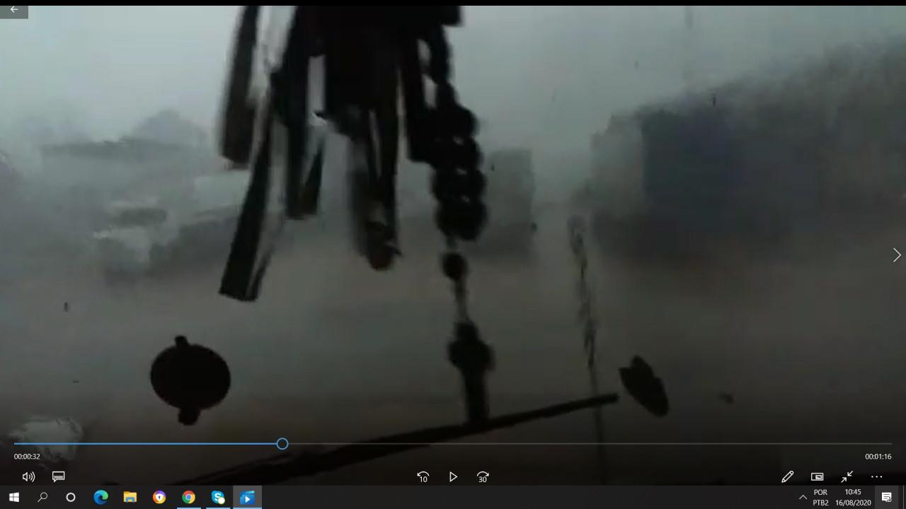 ASSISTA: Motorista que teve caminhão virado pelo tornado consegue registrar passagem do temporal
