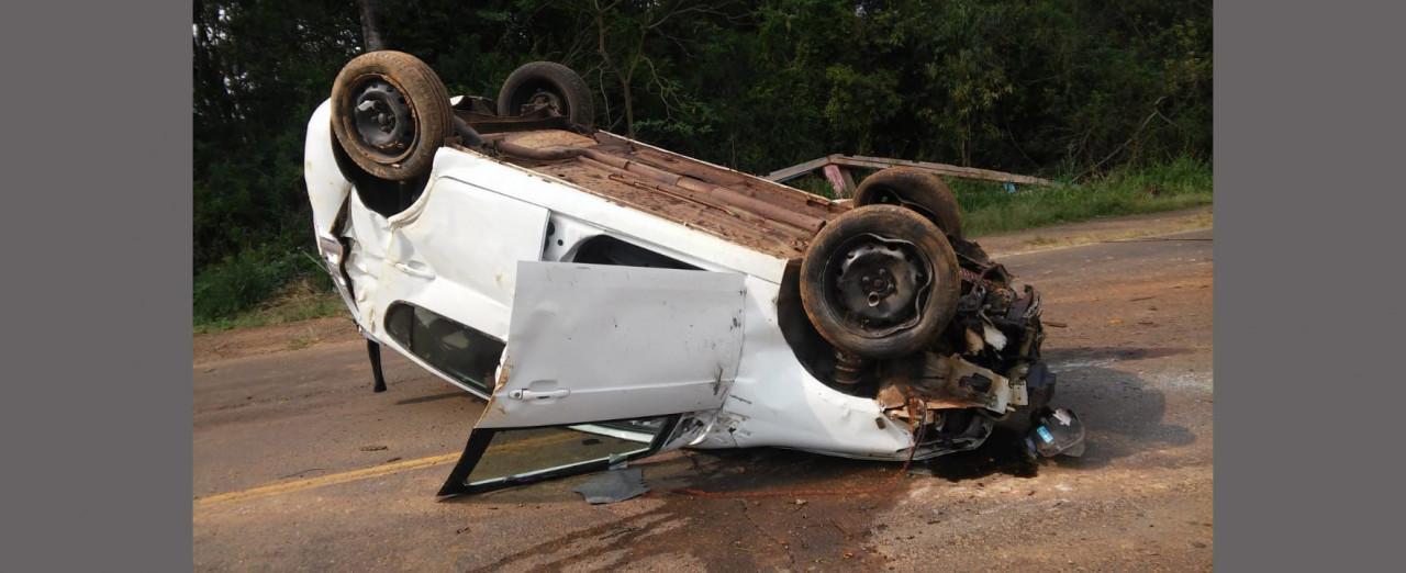 Idosa fica levemente ferida em capotamento de veículo na SC 355