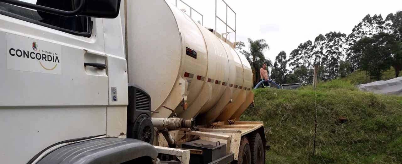 Aumenta a demanda por transporte de água para localidades do interior